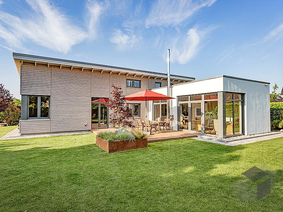 Bungalow mit stilvollen Finessen von Hausbau Heggemann Außenansicht