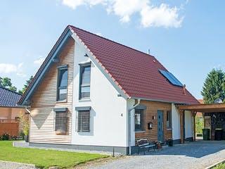 Kompaktes Einfamilienhaus für Kostenbewusste von Hausbau Heggemann Außenansicht 1
