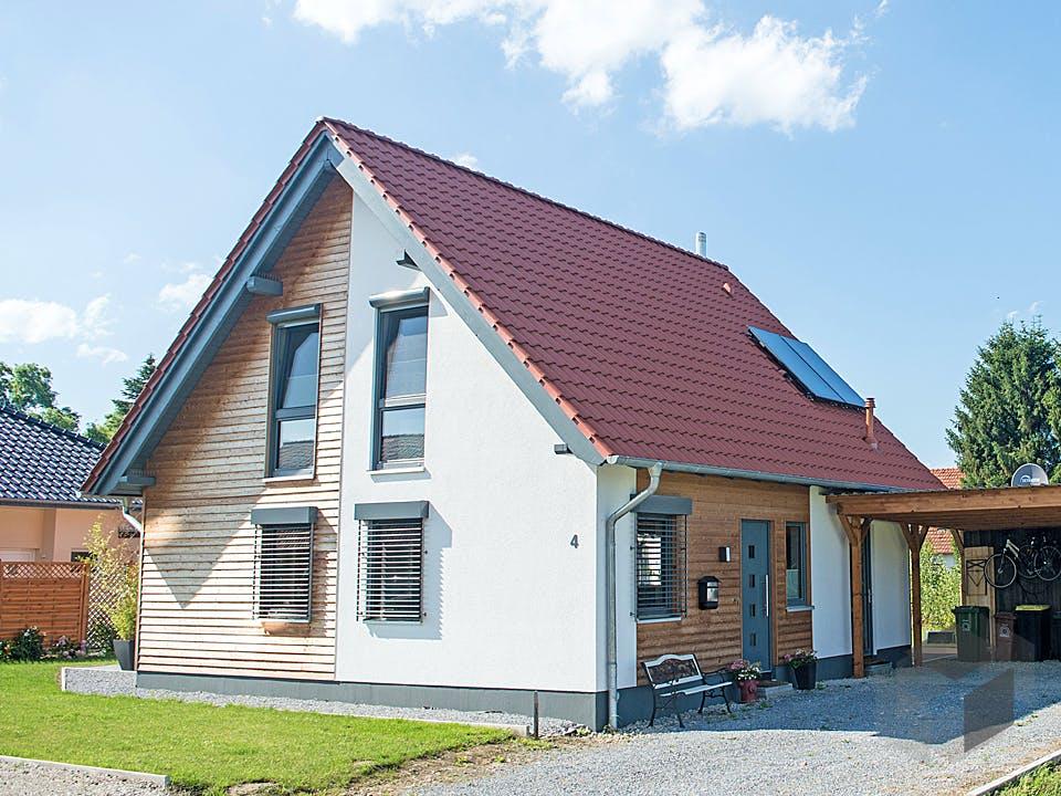 Kompaktes Einfamilienhaus für Kostenbewusste von Hausbau Heggemann Außenansicht