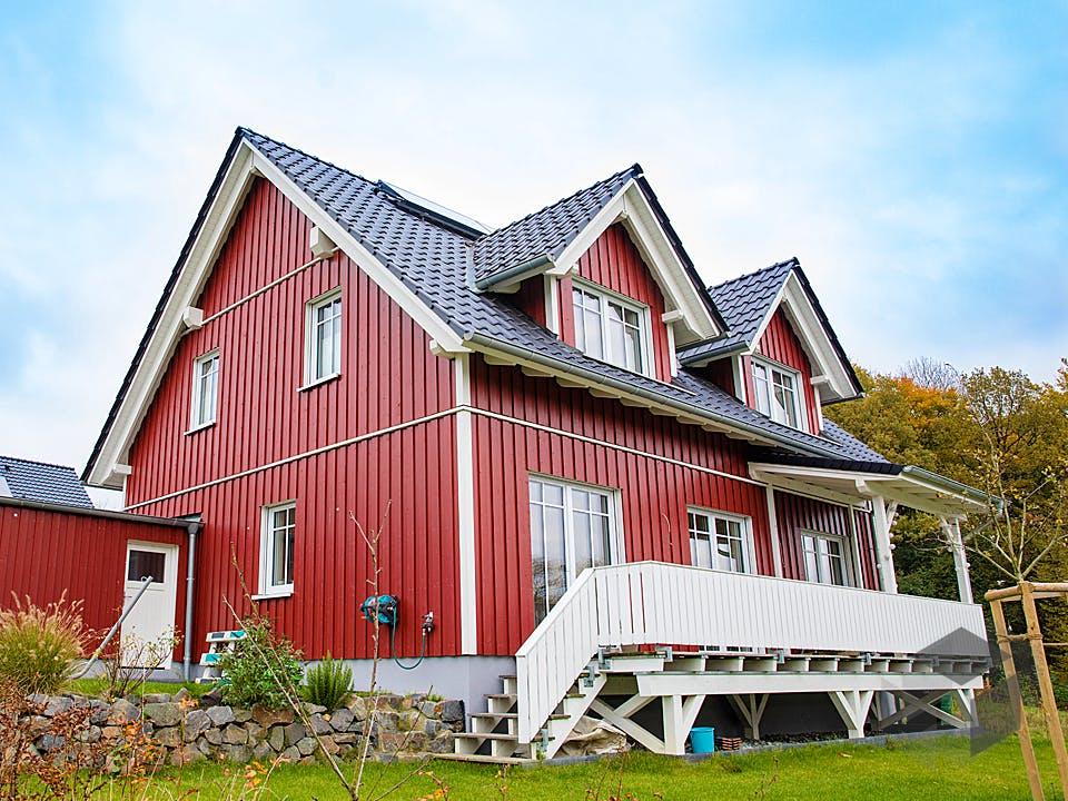 Rotes Schwedenhaus in Ostercappeln von Hausbau Heggemann Außenansicht