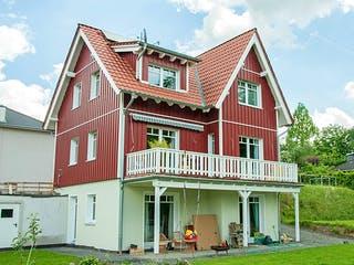 Orginalgetreues Schwedenhaus in Rösrath von Hausbau Heggemann Außenansicht 1