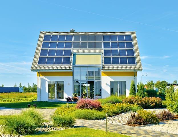 Modernes Einfamilienhaus mit Photovoltaikanlage