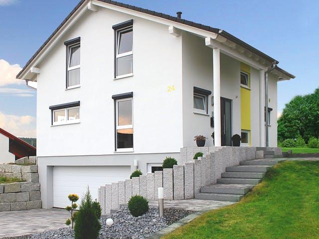 Zweigeschossiges Wohnhaus mit Kellergarage