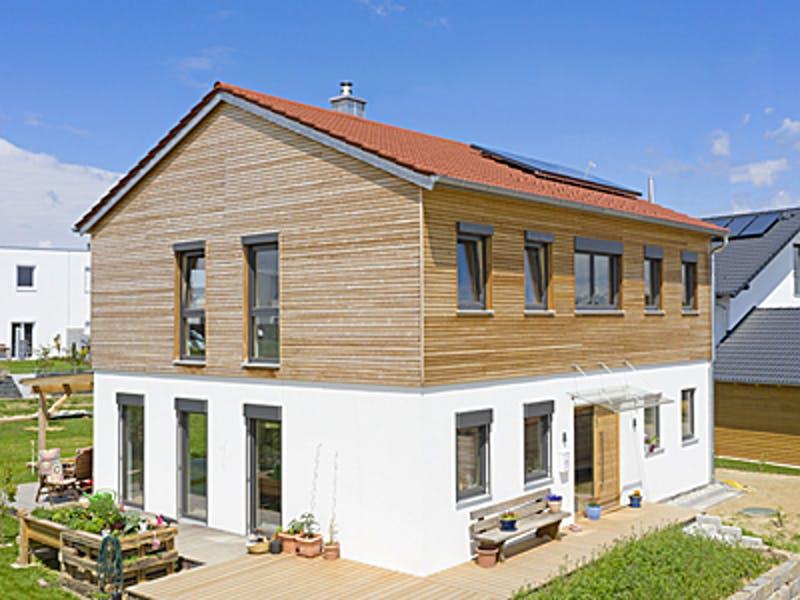 Holzhaus unten Putz oben Holzfassade von Huber Holzbau