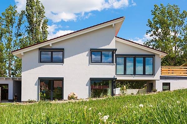 Modern gestaltetes Fertighaus von Hunoldhaus