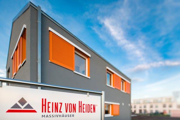 Das Bild zeigt das Haus eines Heinz von Heiden-Vertriebspartners.