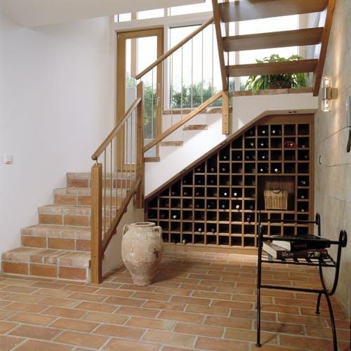 Treppe mit integriertem Weinregal - Individuelle Planung Schauer interior 6