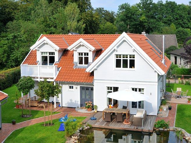 Johnsen - Haus 3 von Johnsen Zimmerei & Hausbau Außenansicht 1