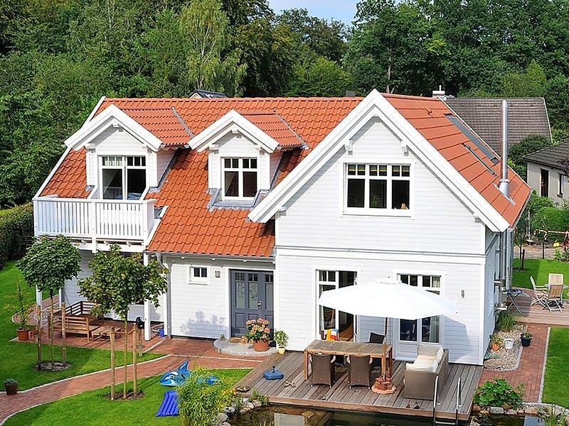 Weißes Holzhaus von JohnsenHaus
