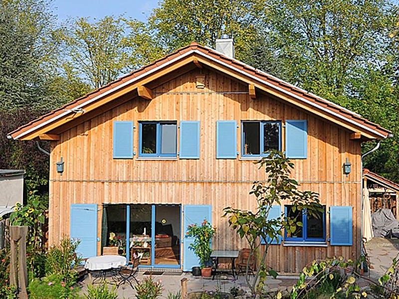 Holzhaus mit Satteldach von JohnsenHaus