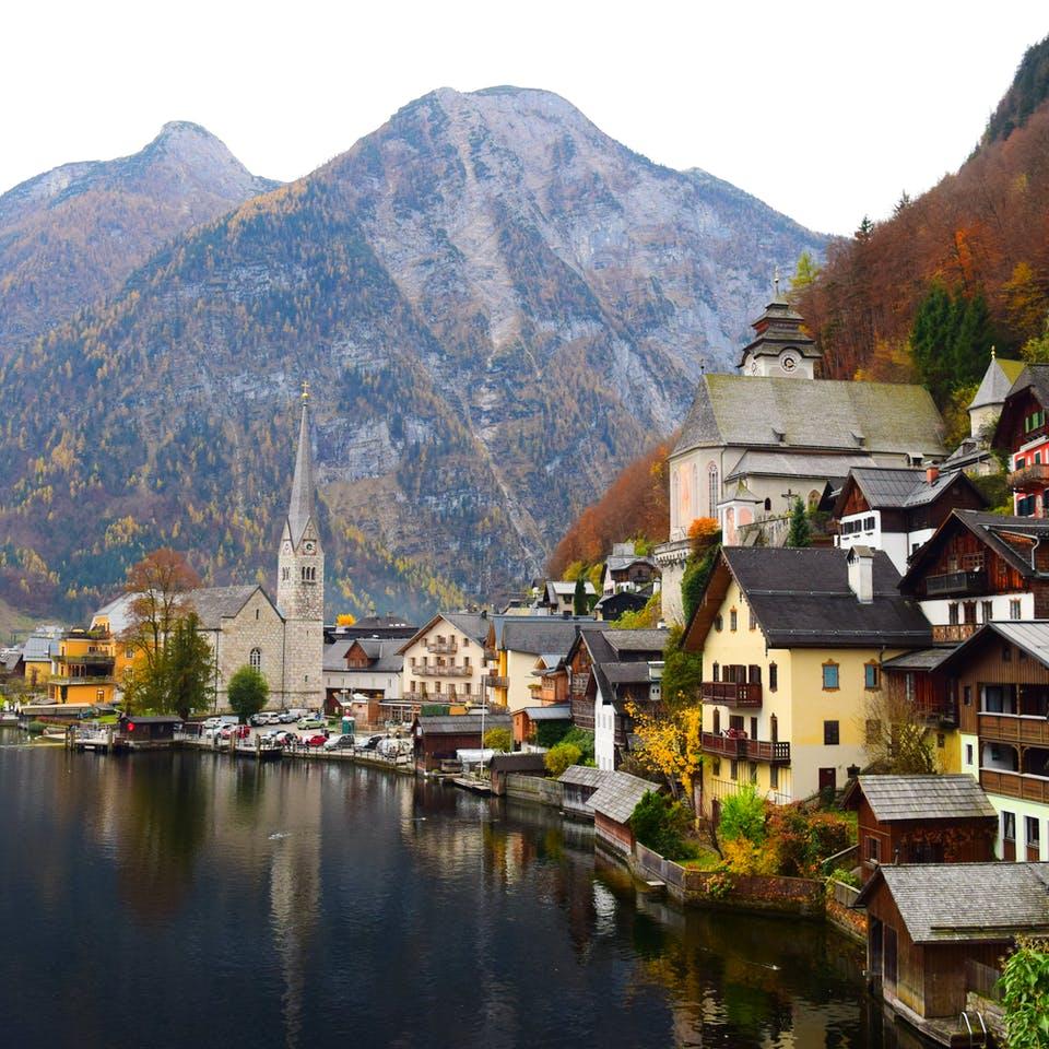 Stadt an einem See in Österreich