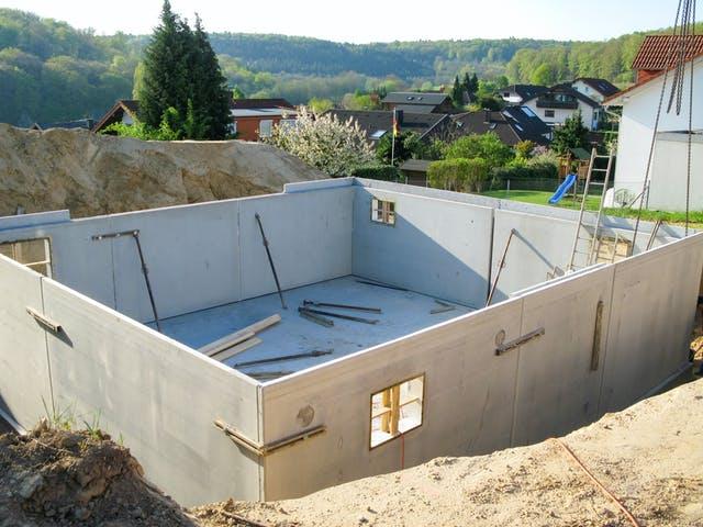 Fertiggestellter Keller ohne Haus
