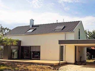 Kundenhaus mit Flachdachanbau von Kielwein Holzbau Außenansicht 1