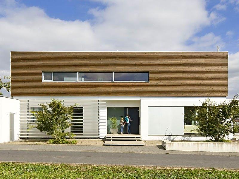 Modernes Haus von Korte Holzbau