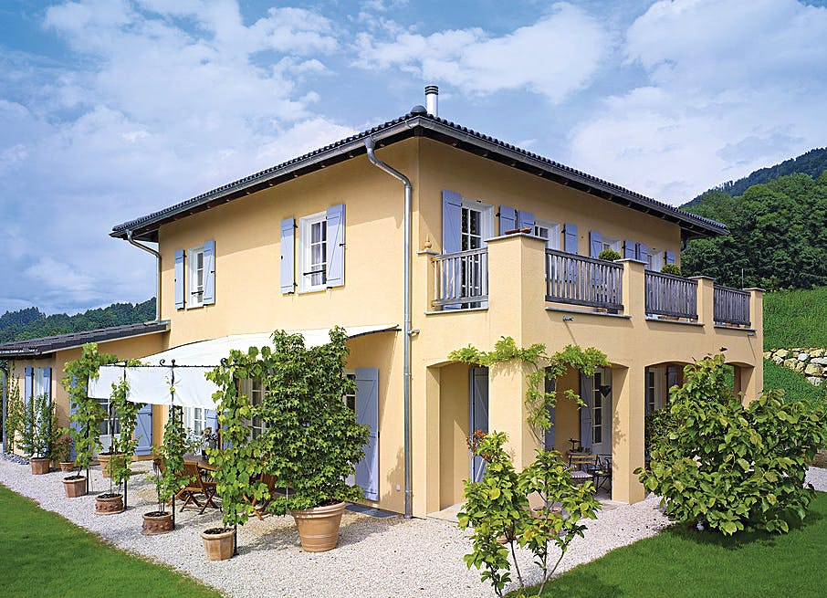 Stadtvilla im mediterranen Stil mit großem Balkon