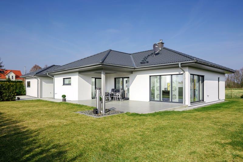 Luxhaus - Bungalow Walmdach 130 - Exterior 2