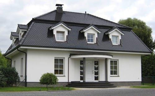 Haus mit Mansarddach