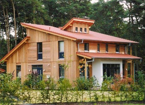 Holzhaus mit waagerechter und senkrechter Holzlattung - Margret (KfW-Effizienzhaus 55) exterior 0