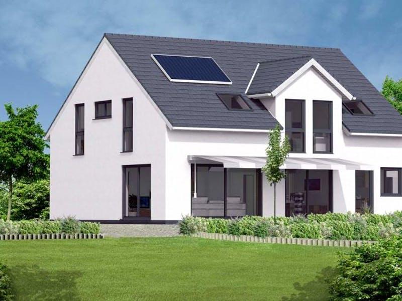 Weißes Haus mit Zwerchgiebeldach von Massive Wohnbau