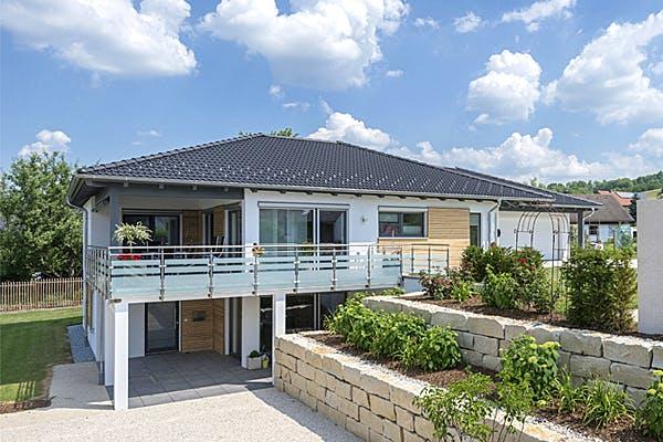 Geräumiges Zeltdachhaus von Willi Mayer Holzbau