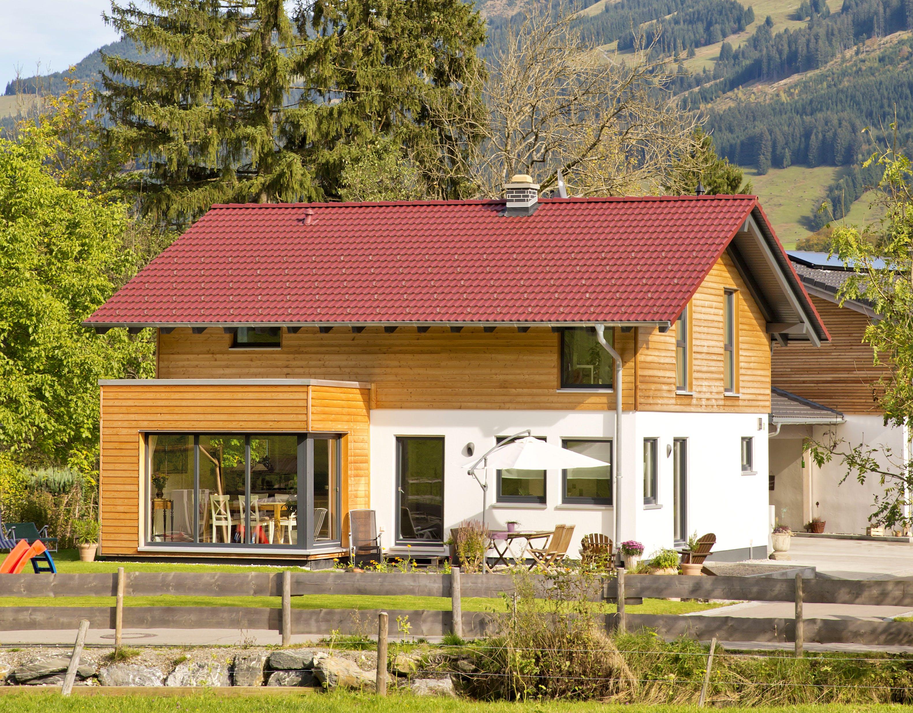 Fertighaus bauernhausstil  Alpenländischer Hausstil ➔ Häuser | Preise | Anbieter | Infos