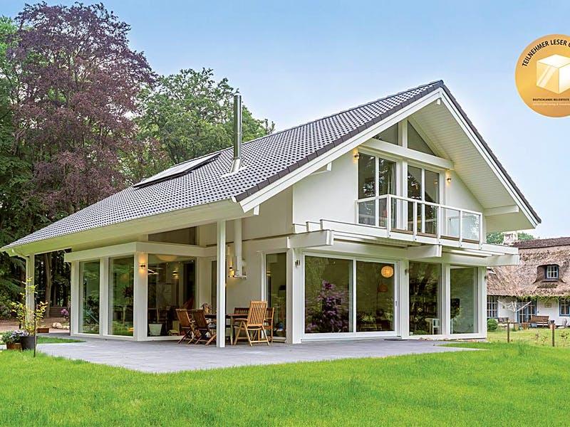 Weißes Satteldachhaus von Meisterstück-HAUS
