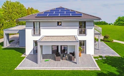 Stadtville mit Zeltdach und Solaranlage - Haas MH Falkenberg 150 Exterior 7