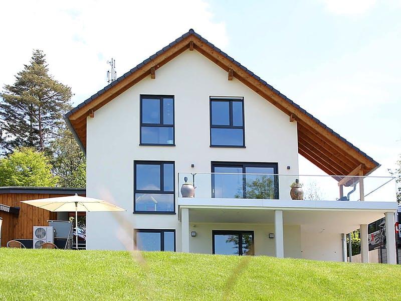 Dreistöckiges Satteldachhaus von Mundt Massivhaus