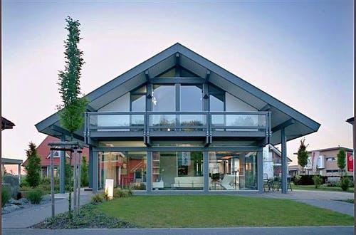 Modernes Fachwerkhaus mit viel Glas