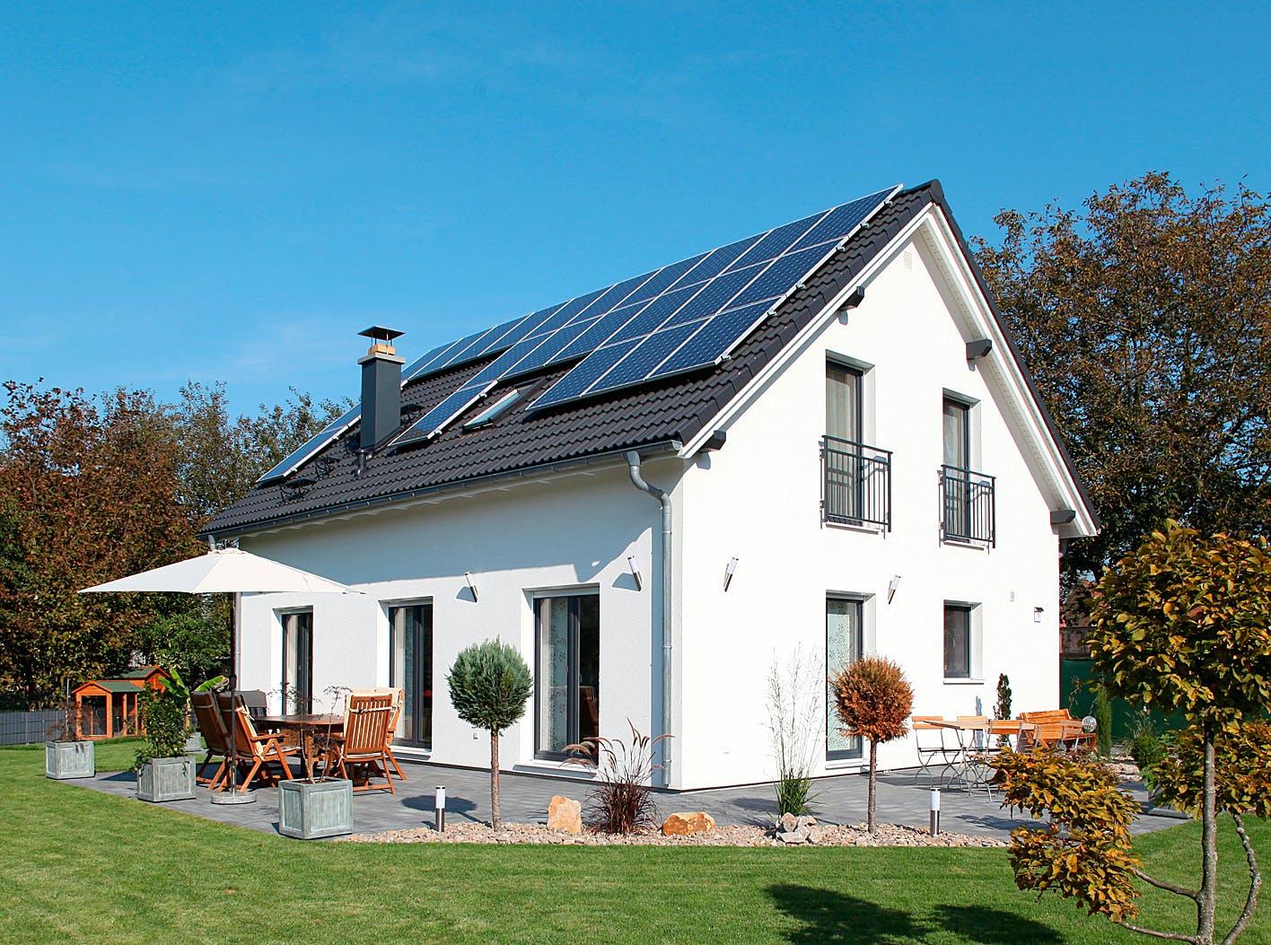 Klassisches Einfamilienhaus mit Solardach