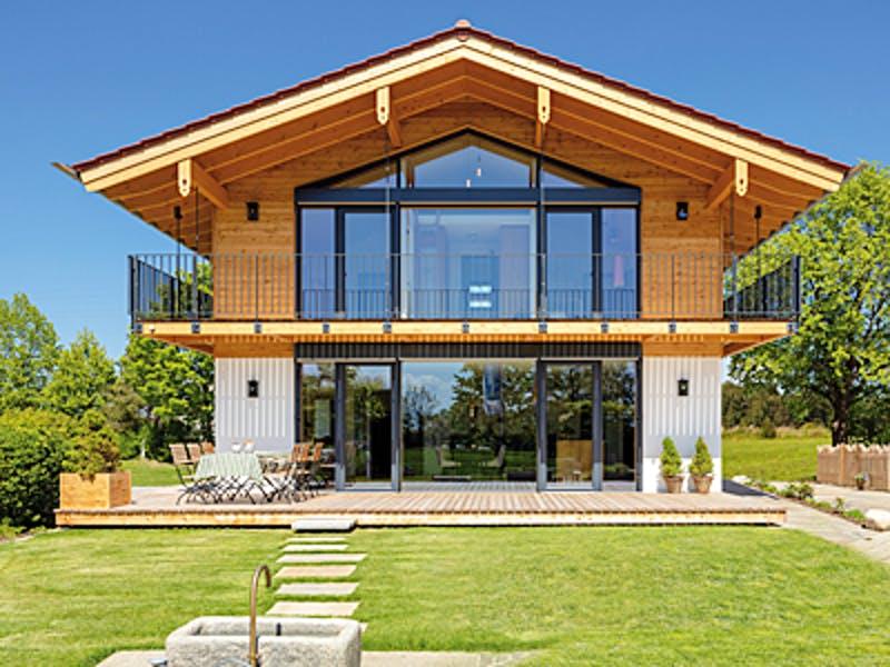 Modernes alpenländisches Holzhaus von Regnauer