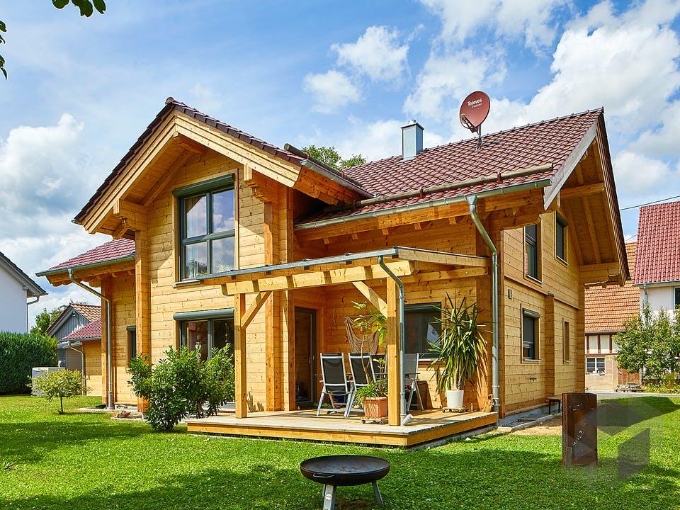 Rosengarten von Rems-Murr-Holzhaus Außenansicht