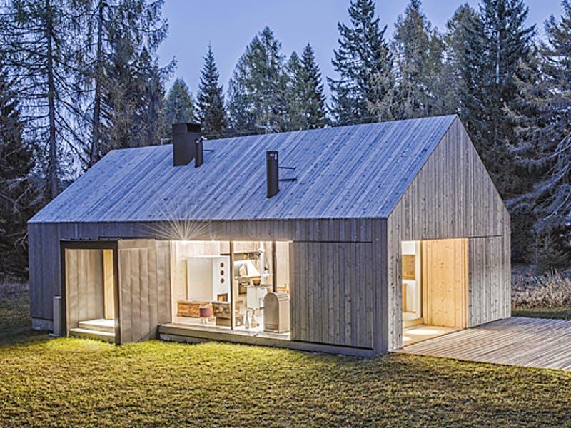 Modernes Einfamilienhaus mit Holzfassade von Rubner