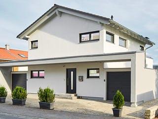 Satteldach Landhaus 139 von LUXHAUS Außenansicht 1