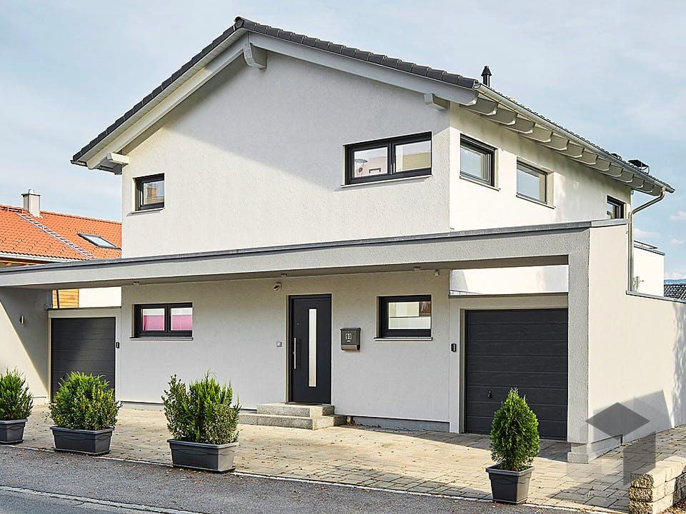 Satteldach Landhaus 139 von LUXHAUS Außenansicht