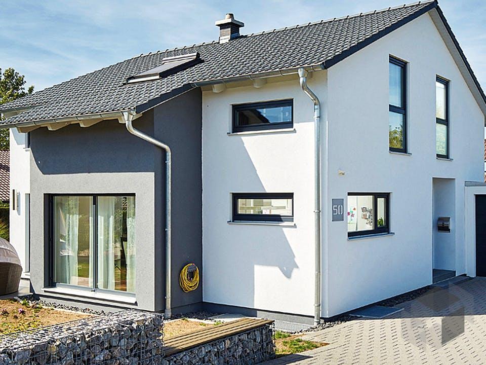 Satteldach Landhaus 143 von LUXHAUS Außenansicht
