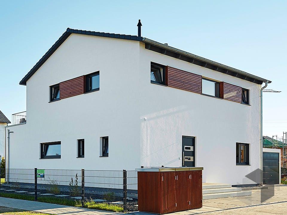 Satteldach Landhaus 151 von LUXHAUS Außenansicht