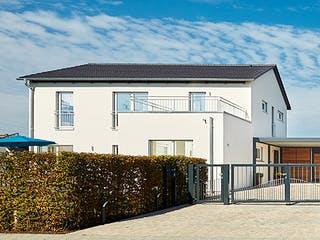 Satteldach Landhaus 200 von LUXHAUS Außenansicht 1