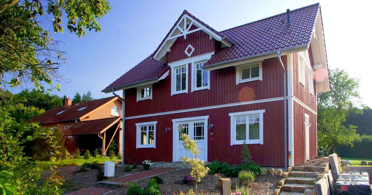 Holzhaus im skandinavischen Baustil