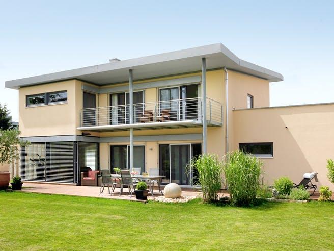 E 20-198.1 - Einfamilienhaus mit Z-Dach von SchwörerHaus Außenansicht 1