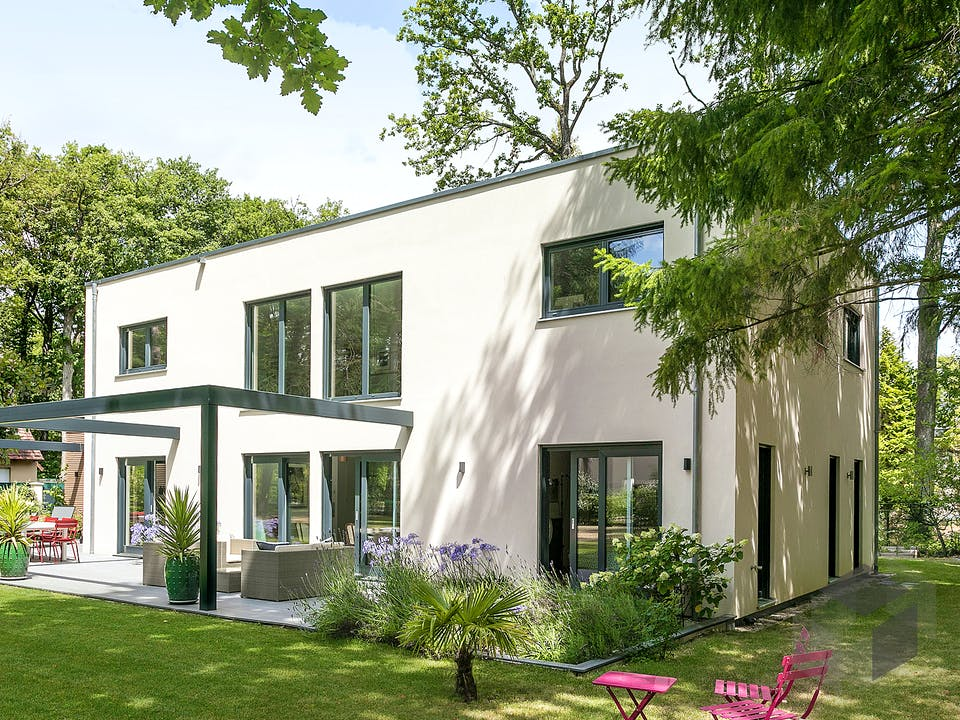 E 20-220.1 - Moderne Villa mit Flachdach von SchwörerHaus Außenansicht