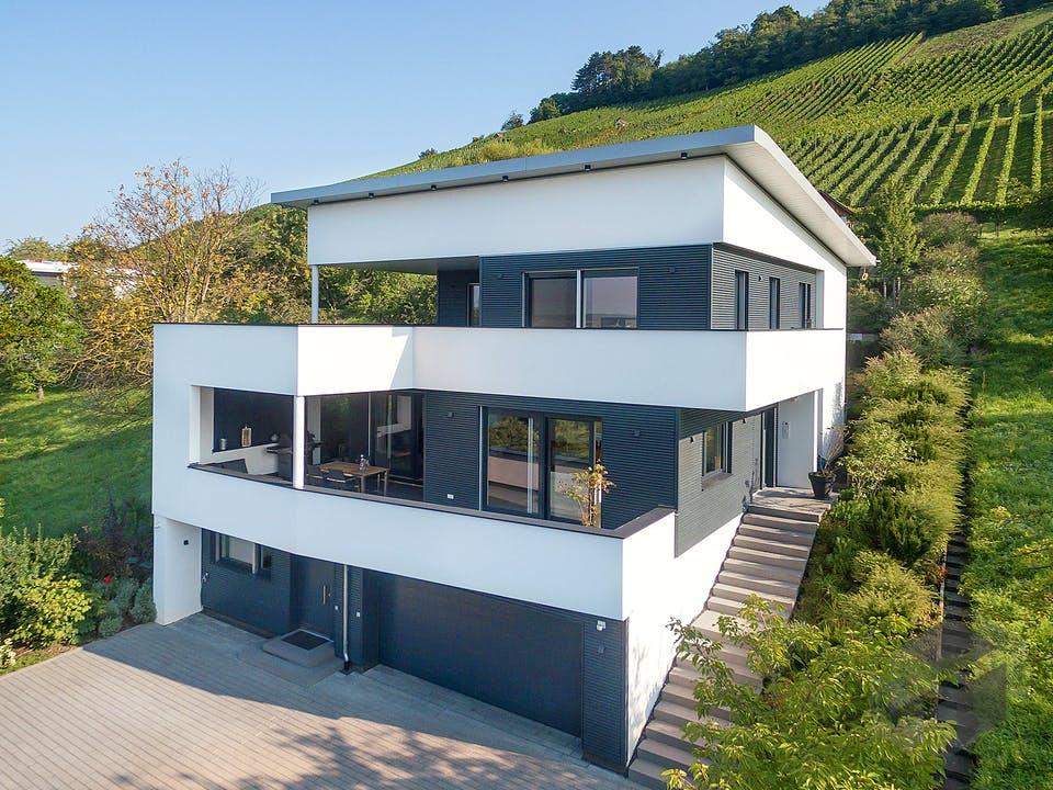 E 20-222.1 - Villa in Hanglage von SchwörerHaus Außenansicht