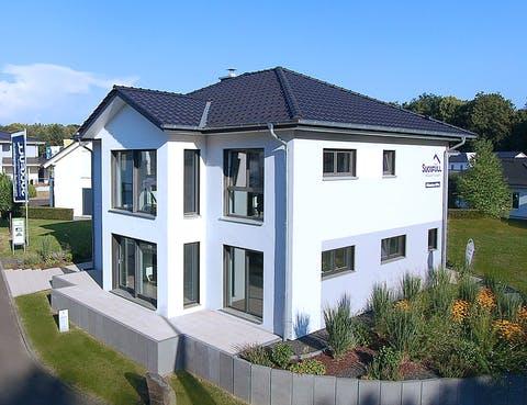 Einfamilienhaus Musterhaus Bad Vilbel von Suckfüll - Unser ...