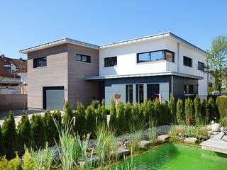 Haus mit Gewerbe WPBW von Weizenegger Außenansicht 1