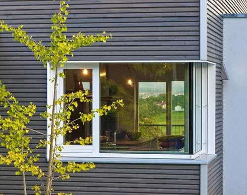 Holzfassade aus Holzlamellen