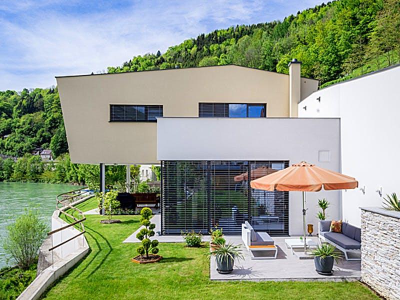 Designerhaus mit Flachdachanbau von Aust-Wimberger