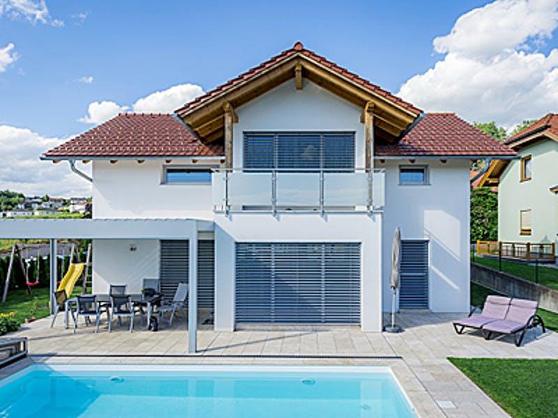 Zwerchdachhaus mit Pool von Wimberger