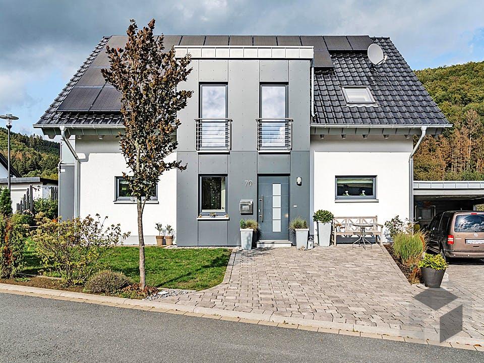 Satteldachhaus mit Putzfassade von Winterhoff Außenansicht