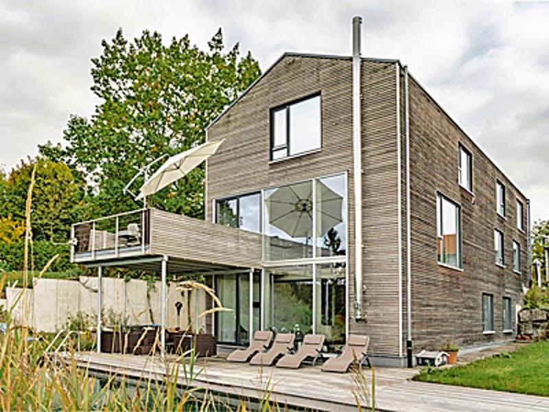 Modernes Holzhaus mit 3 Etagen von Winterhoff