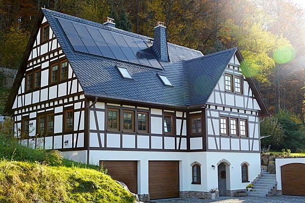 Fachwerkhaus mit Garage von Wolkensteiner Fachwerk